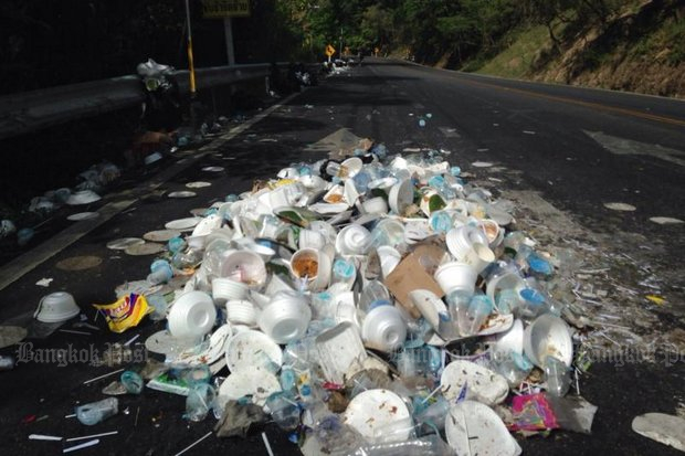 A total ban on one-use styrofoam boxes and plastic bags goes into effect at every national park in the country, starting Sunday, the birthday of Her Majesty the Queen. The aim is to prevent trash like this - a one-day rubbish collection on the road to Doi Suthep in Chiang Mai. (File photo).