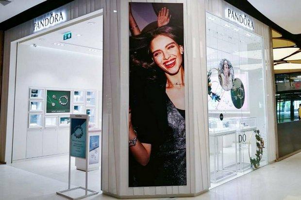 A Pandora outlet in a Bangkok mall. The Denmark-based company has announced major cutbacks, including more than 200 Thai jobs. (Photo via FB/pandora.th)