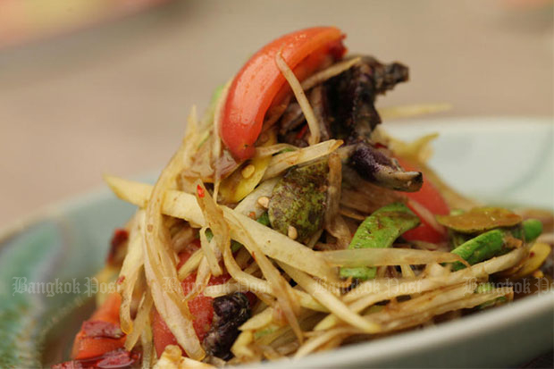Som tam, spicy papaya salad, is ranked 5th on Lonely Planet's latest list of the top 10 dishes for travellers. (Bangkok Post file photo)