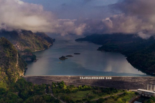 Dams in Kanchanaburi including the Vajiralongkorn dam are close to 90% of capacity and have been ordered to increase their output in order to absorb coming floodwaters. (File Photo)