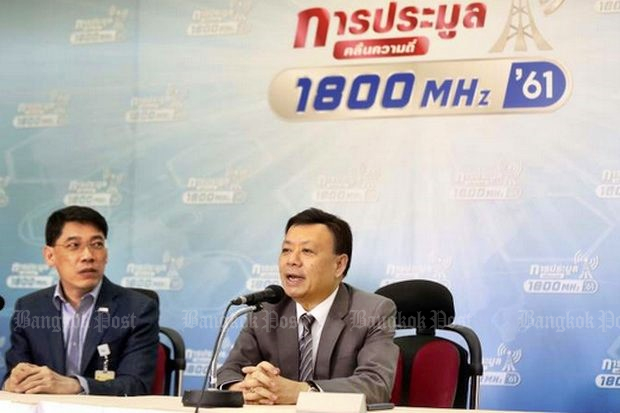Once again, secretary-general Takogn Tantasith (at microphone) and the National Broadcasting and Telecommunications Commission (NBTC) failed to draw competition or actual bids for its spectrum auction. (Post Today photo)