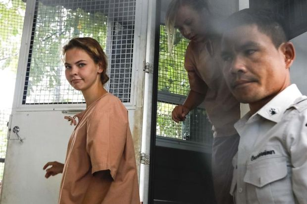 Detained Belarussian model Anastasia Vashukevich, better known by her pen name Nastya Rybka, steps out of a prison van on arrival at a court in Pattaya to face trial on August 20, 20118, following a police raid on a sex training course. (AFP photo)