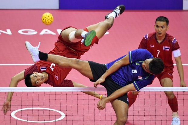Thailand's Pornchai Kaokaew (left) kicks and Malaysia's Mohamad Azlan Alias tries to block in the men's team regu final of the sepak takraw event at the 2018 Asian Games in Palembang on Wednesday. (AFP photo)