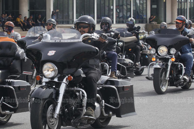 Big bike riders attend a training session organised by police in Pathum Thani province in 2016. The Land Transport Department plans to introduce big bike driving   licences next year for motorcycles of 400cc and over. (File photo)