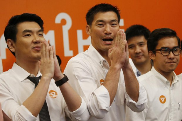 Future Forward founder Thanathorn Juangroongruangkit (centre) and two others are charged with a 'false' Facebook broadcast, apparently over statements that the regime is poaching politicians. (File photo)