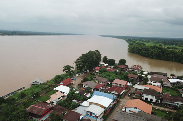 The Mekong River is approaching a two-decade peak in Nakhon Phanom province. Warnings of flooding caused by overflowing rivers have been issued for the Central Plains and along the Mekong River. (Photo by Pattanapong Sripiachai)