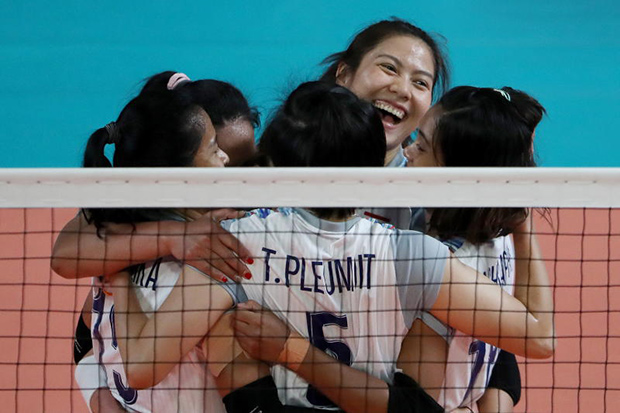 Women's national volleyball team players celebrate after beating South Korea during the semifinal match at the 18th Asian Games in Jakarta on Friday. (EPA-EFE photo)