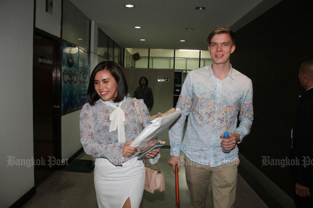 Finnish investor Aarni Otava Saarimaa and his Thai business partner Chonnikan Kaewsasee arrive at the Crime Suppression Division in Bangkok on Aug 28. (Photo by Wassayos Ngamkham)