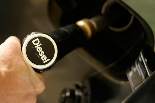 The pump price for diesel is officially capped at 29.99 baht yet again as government spends another 3.2 billion baht at a programme to hold down fuel prices until the end of the year. (File photo)