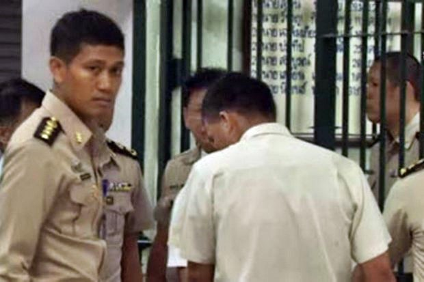 Camera-shy ex-policeman Montri was sentenced to five years at this Appeal Court hearing in July, 2015, for his role in the murder of a teenager during Thaksin's war on drugs in 2004. (Screen cap via ThaiPBS)