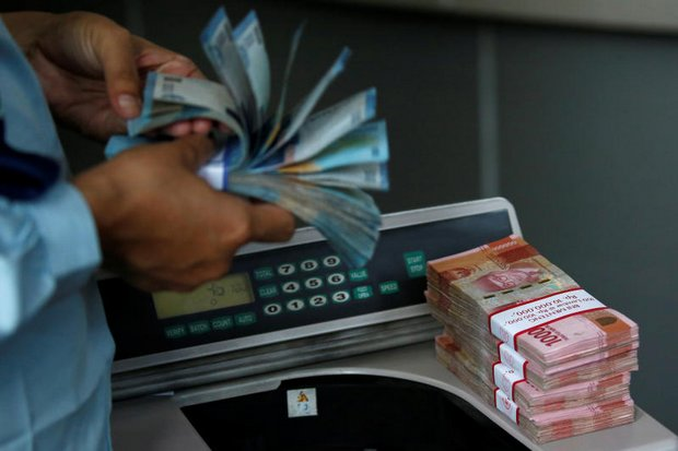 Thailand sidesteps currency storm