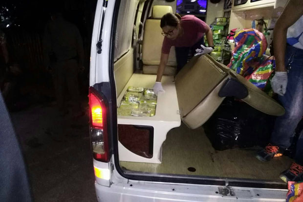 Officials search an ambulance for hidden narcotics in Phayao province Sunday night. (Photo by Saiarun Pinaduang)