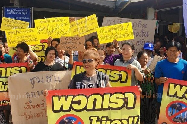 Villagers at Nong Han in Udon Thani have been protesting against plans to build a biomass-fired power plant since the project was announced. This rally in June was held to continue focus on the issue. (Post Today file photo)