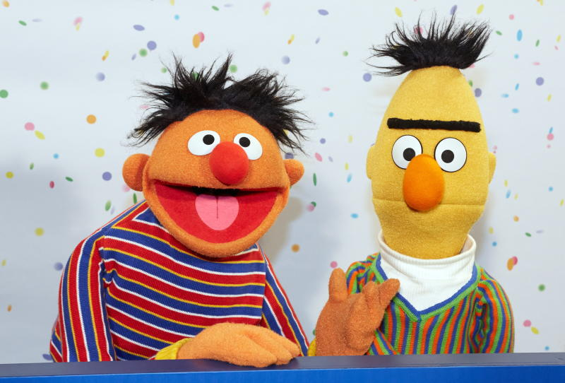 Ernie (left) and Bert of Sesame Street pose for photographs during a press conference on the 40th anniversary of the Sesame Street in Hamburg on Jan 7, 2013. (EPA-EFE photo)