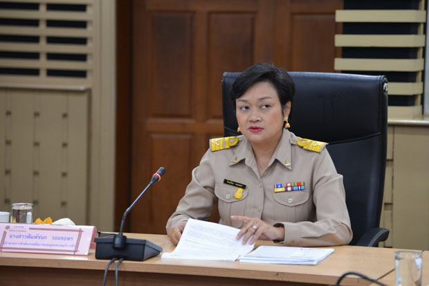 Pimchanok Vonkorpon, director of the Trade Policy and Strategy Office, announces the September inflation rate at the Commerce Ministry on Monday. (Photo supplied)