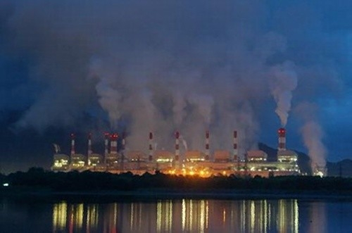 The lignite-powered Mae Moh power plant is Southeast Asia's largest coal-fired plant. This Lampang province facility began operating in 1975, but is to be upgraded with two bigger plants, still powered by soft lignite coal. (File photo, Greenpeace)