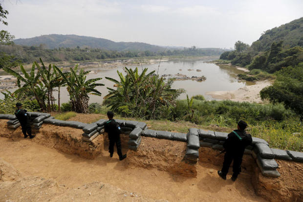 Thai soldiers stand guard at Ban Kaen Kai operation base on the Mekong river at the border between Thailand and Laos March 3, 2016. (Reuters file photo)