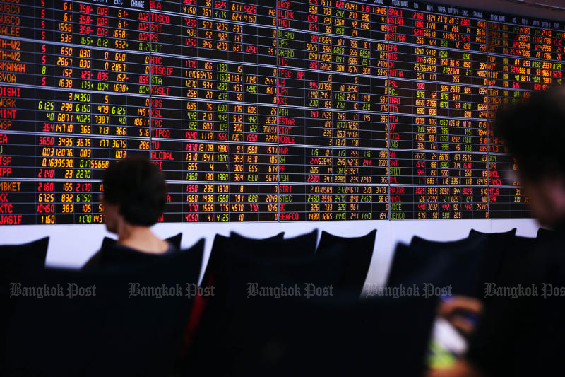 Foreigners have pulled more than 200 billion baht of equity investments from Thailand this year. (Post Today photo)