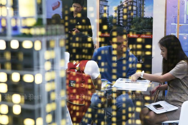Prospective homebuyers check details and conditions at a housing fair in Bangkok in 2016. (Bangkok Post file photo)