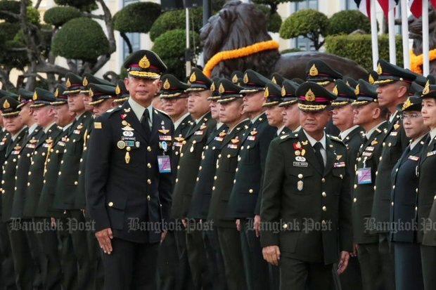 New army chief Gen Apirat Kongsompong, left, takes official command from retiring Gen Chalermchai Sitthisad, right, at a parade on Sept 28 at the Royal Thai Army's headquarters. (Photo by Chanat Katanyu)