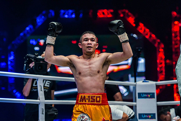 Srisaket Sor Rungvisai successfully defended his WBC super-flyweight belt in a fight against Iran Diaz at Impact Arena Muang Thong Thani on Saturday.