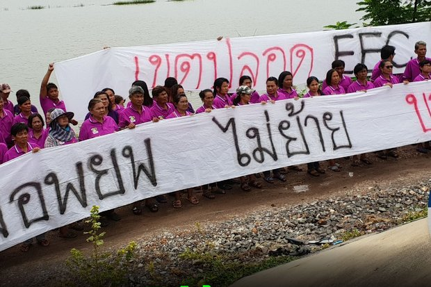 Residents of Yothaka community in Chachoengsao's Bang Nam Priao district saw the military step in directly and shut down their meeting over land expropriation for the now-unpopular Eastern Economic Corridor (EEC), the government's self-described signature economic programme. (Photos FB/landwatchthai)