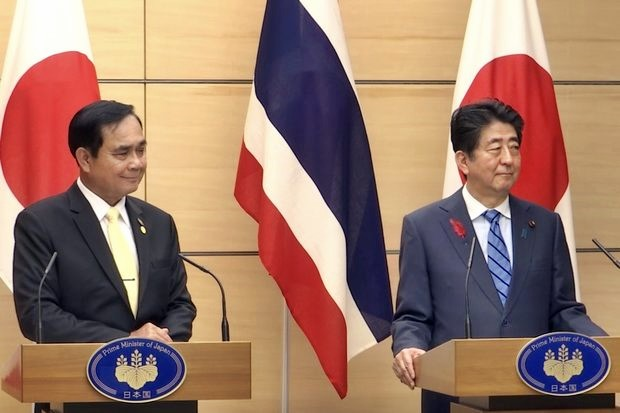 Prime Minister Prayut Chan-o-cha held bilateral discussions Monday with Japanese counterpart in Tokyo, on the sidelines of the Mekong-Japan Summit being hosted by Mr Abe. (Photo courtesy Government House)