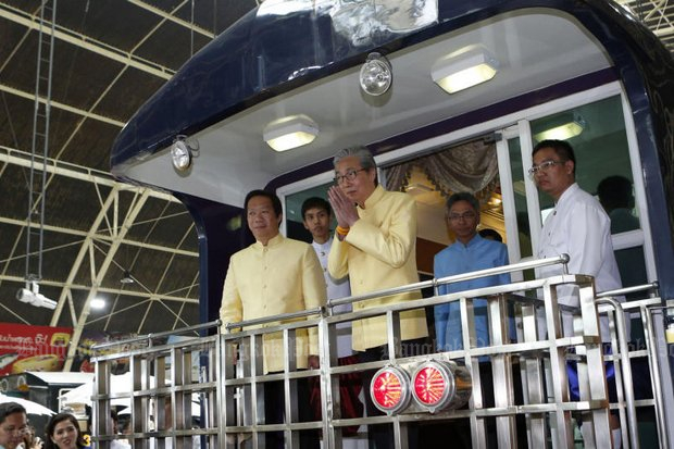 Deputy Prime Minister and economy tsar Somkid Jatusripitak on the rear platform of a stationary train at Hua Lamphong station. He expressed anger Monday at the State Railway of Thailand for falling so far behind on planned construction of the Bangkok-Nong Khai highs-speed railway. (File photo by Pattarapong Chatpattarasill)