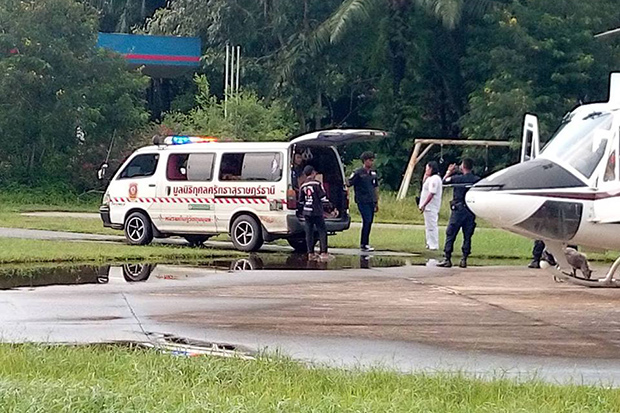 The body of Alexandr Bucspun is transferred from a police helicopter to a waiting van in Phunphin district in Surat Thani before being driven to Police General Hospital in Bangkok for another autopsy. (Photo by Supapong Chaolan)