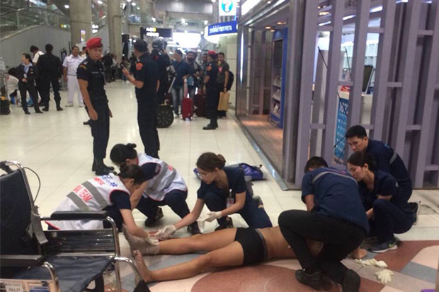 Medics treat the 31-year-old Brazilian tourist after he fell from the third floor level of Suvarnabhumi airport early on Thursday. (Photo by Sutthiwit Chayutworakan)