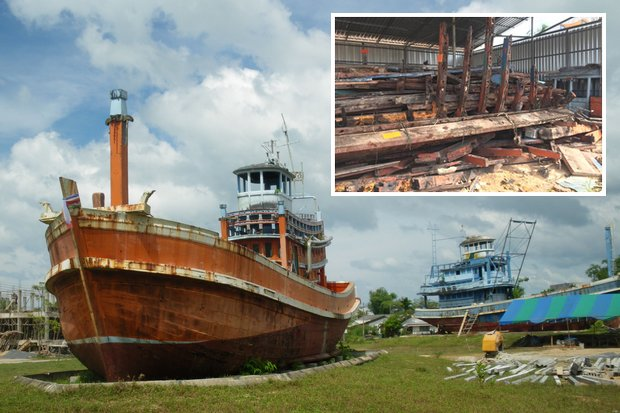 Shown reverently at Ban Nam Khem Tsunami Memorial Center for 14 years, two boats washed up in the Boxing Day tsunami have been dismantled and junked (inset). (File photo)