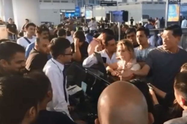 A video clip shows bewildered Thai and foreign travellers booked on flight TG669 stranded at Guangzhou airport in China for almost 10 hours on Oct 28 after the flight was cancelled. (grabbed from TV)