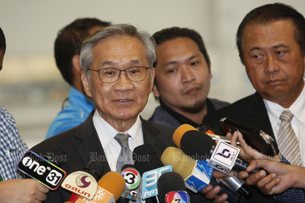 Foreign Minister Don Pramudwinai speaks to reporters after the Constitutional Court's ruling on his ministerial position on Wednesday. (Photo by Pattarapong Chatpattarasill)