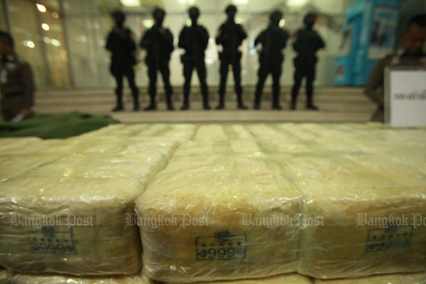 Police arrange packs containing 10.7 million methamphetamine pills in neat piles after the drugs were seized from a man who was delivering them to a customer in Ayutthaya from Chiang Rai. The suspect was captured by Narcotics Suppression Bureau officers in Sukhothai recently. (Photo by Pornprom Satrabhaya)