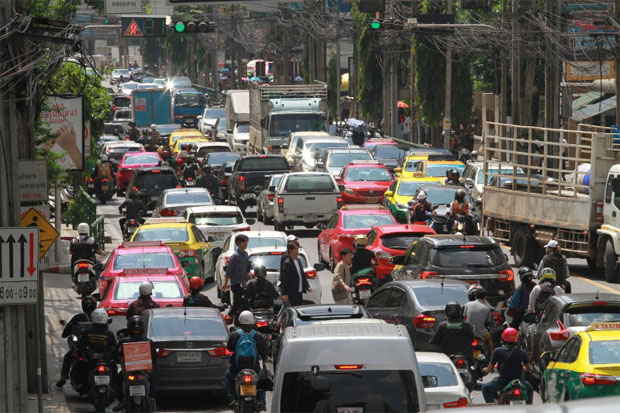 Heavy traffic congestion on Asok Montri Road. AI technology, with traffic simulation algorithms can play a role in increasing traffic flow.