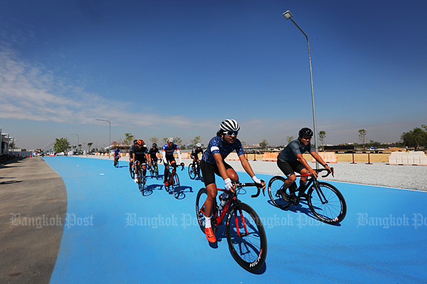 His Majesty the King will officially open a cycling track at Suvarnabhumi airport on Nov 23. (Bangkok Post file photo)