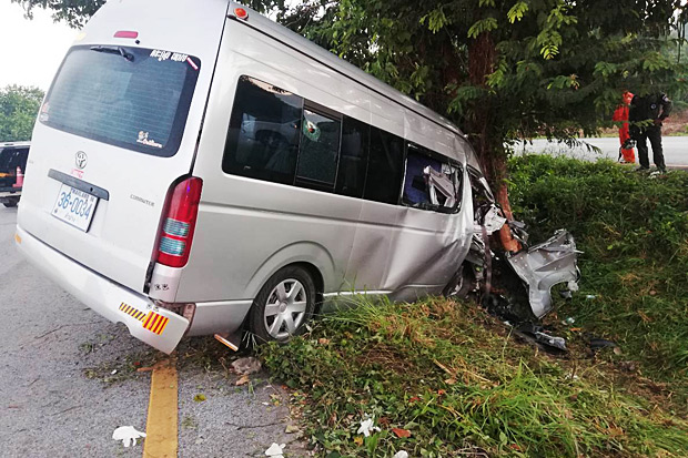 A passenger van is damaged after ramming into a tree in Thoen district of Lampang province on Sunday. (Photo by Assawin Wongnorkaew)