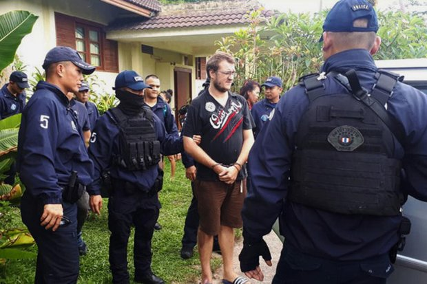 Frenchman Jonathan Verron, 25, fled to Koh Samui after he was charged with hacking a British financial institution's accounting database and demanding a ransom of 20 million baht. Crime Suppression Division officers arrested him in May. (Photo courtesy CSD)