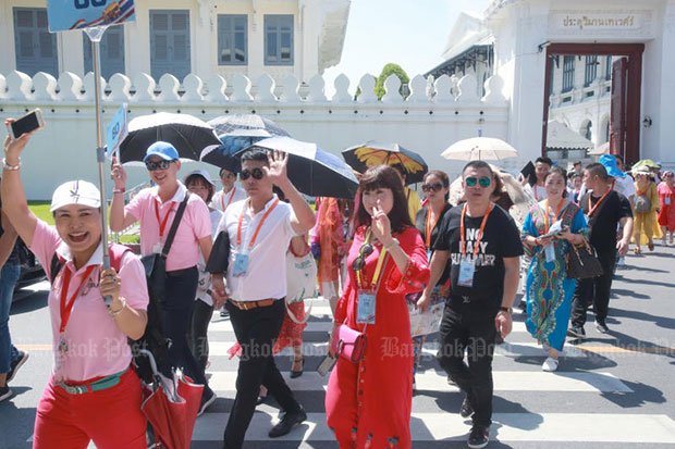 Chinese tourists leave the Grand Palace in Bangkok on Oct 18. (Bangkok Post file photo)