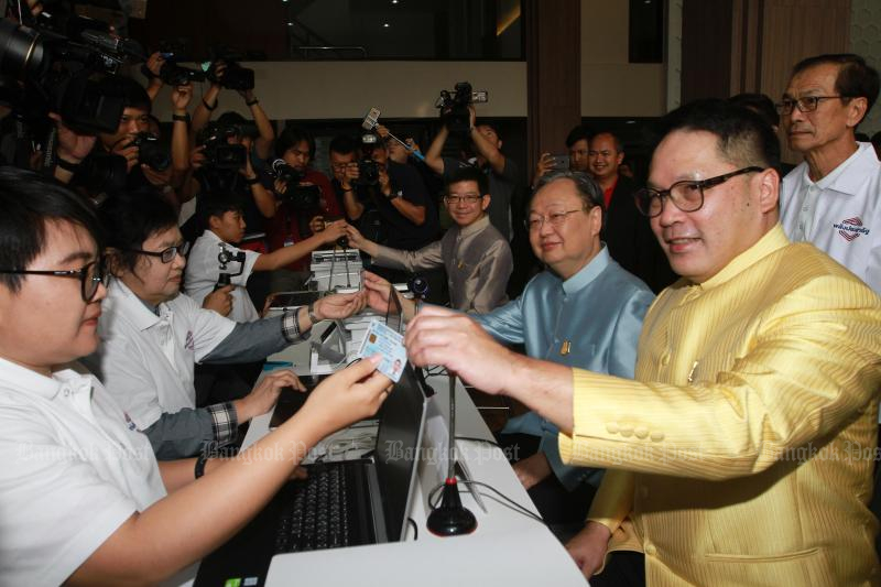 Palang Pracharath leader and Industry Minister Uttama Savanayana (right) leads other cabinet ministers in formally registering for party membership on Tuesday. (Photo by Somchai Poomlard)