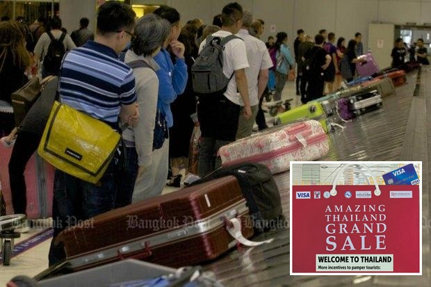 Travellers wait for their bags at Suvarnabhumi airport. The cabinet on Tuesday approved even more measures to try to attract foreign visitors before the end of the year. (File photo)