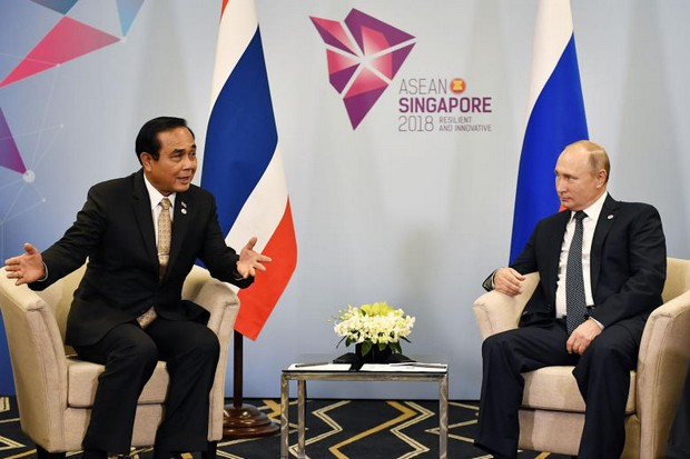 Prime Minister Prayut Chan-o-cha speaks with Russian President Vladimir Putin in a bilateral meeting held Wednesday on the sidelines of the 33rd Asean Summit in Singapore. (Photo courtesy Government House)