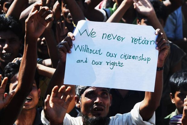 A mass protest against repatriation broke out among Rohingya men and boys at the Unchiprang camp before officials agreed to call off the forcible return of the refugees to Myanmar. (AFP photo)