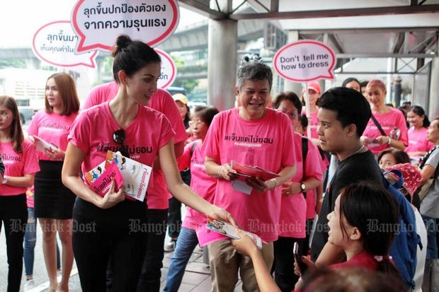 Supermodel Cindy Bishop and friends held a rally and handed out literature to women, urging them to cast off 'cultural practices' that keep violence and sexual assault secret. (Photos by Tawatchai Kemgumnerd)
