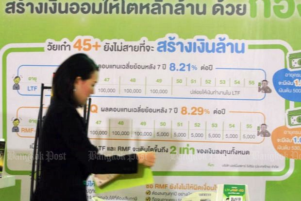 A sign board encourages savings through LTFs and RMFs at 'SET In the City 2018', which runs through Sunday at Royal Paragon Hall. (Photo by Somchai Poomlard)