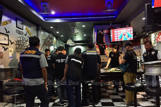 Officers search premises owned by Australian drug suspect Luke Cook in Pattaya following his arrest in December last year. (Post Today File Photo)