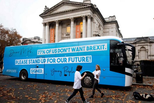 Pro-European Union (EU), anti-Brexit campaigners launch the group's campaign battle bus in London on Saturday. (AFP photo)