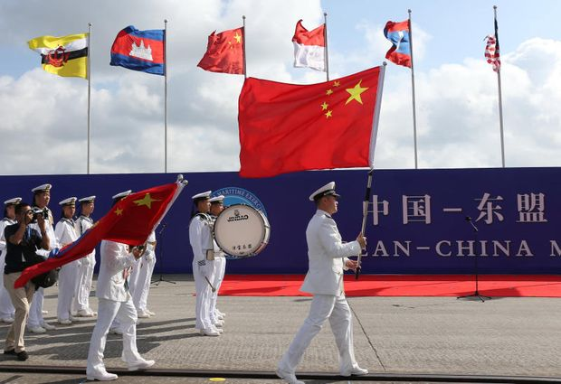 Members of the Chinese People's Liberation Army and navy hold Chinese flags during the opening ceremony of the first China-Asean Maritime Exercise in Zhanjiang, Guangdong province, China Oct 22, 2018. (Reuters file photo)