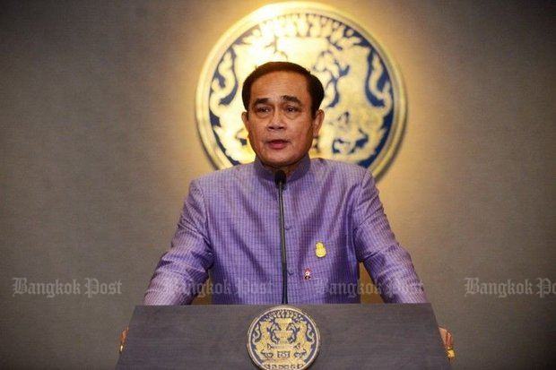 Prime Minister Prayut Chan-o-cha appeared before the media after Tuesday's cabinet meeting to announce that the new 63 billion baht welfare programme is not a populist project. (Post Today photo)