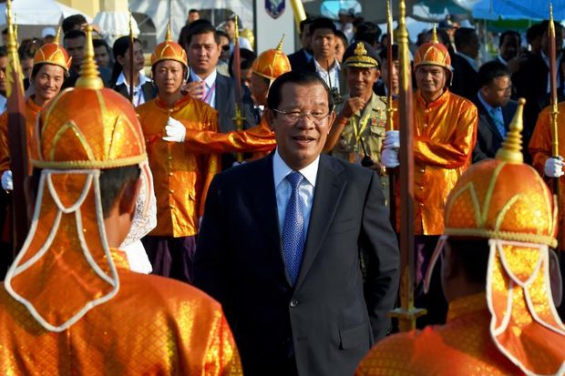 Cambodia's Prime Minister Hun Sen smiles as he arrives to attend the Water Festival in Phnom Penh on Wednesday. (AFP photo)